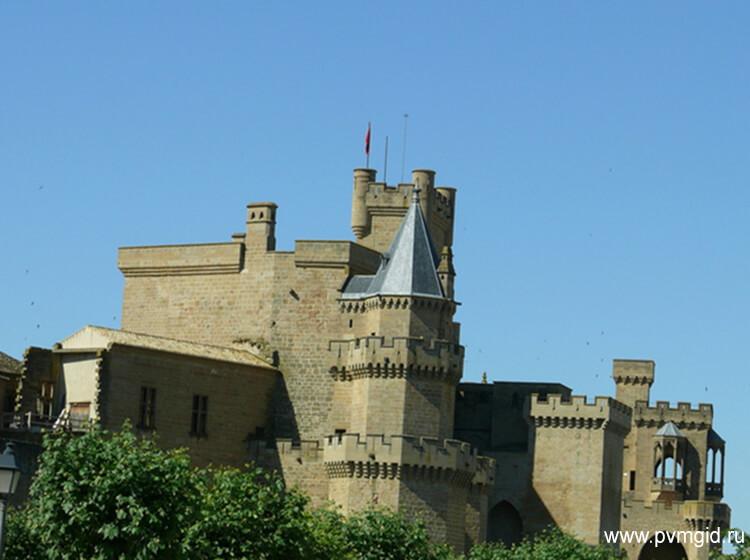 Замок королей Наваррских - фото