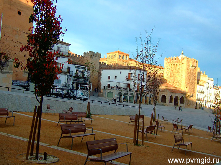 Площадь в Касересе - фото