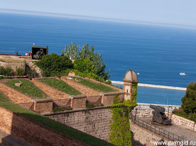 Потрясающий вид со стен крепости