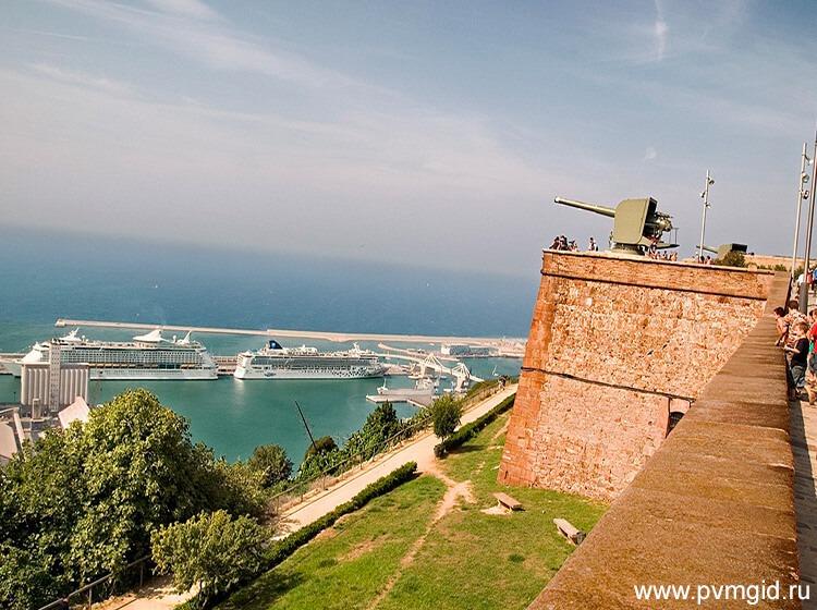 Вид на порт с крепости Монжуик