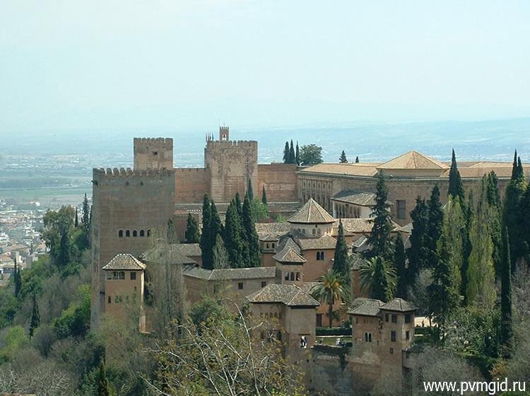Дворец_Альгамбра_в_Гранаде_1