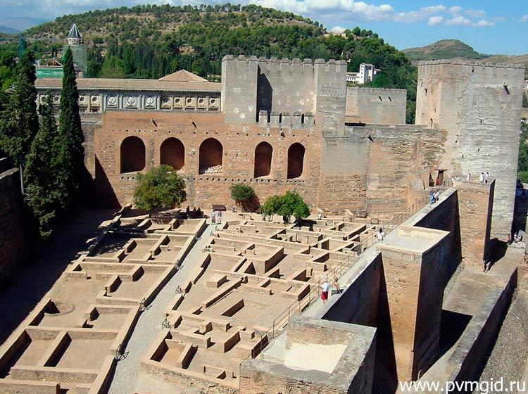 Дворец_Альгамбра_в_Гранаде_2