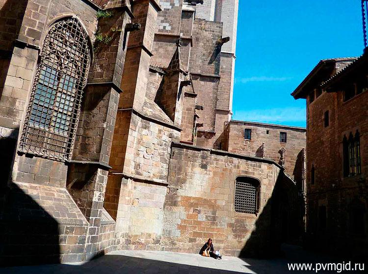 Готический_квартал_в_Барселоне_4