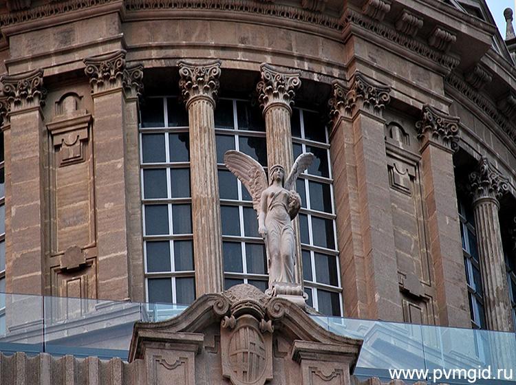 Музей искусства Каталонии - фото