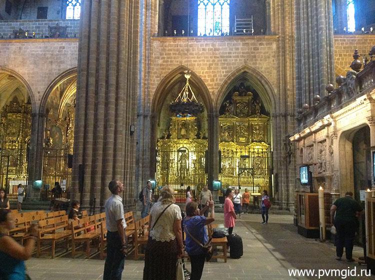 Внутри кафедрального собора Святой Евлалии - фото