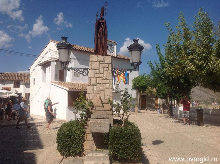Памятник в Гуадалесте - фото