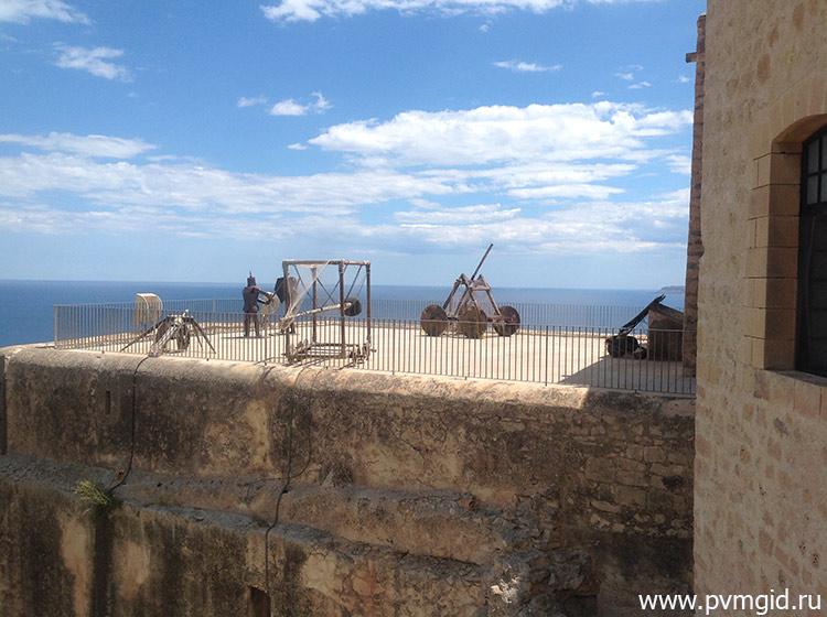 Стены крепости - фото