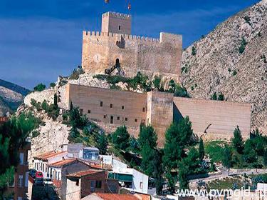 Замок Петрель - фото