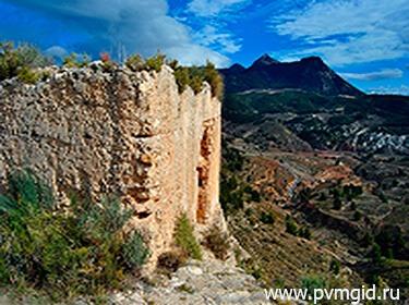 Замок Тиби - фото