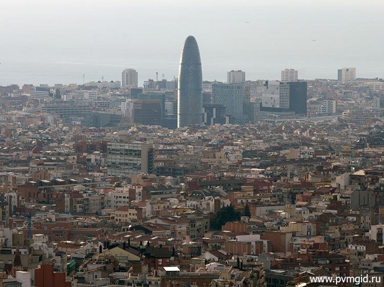 Вид с горы Тибидабо на Барселону - фото