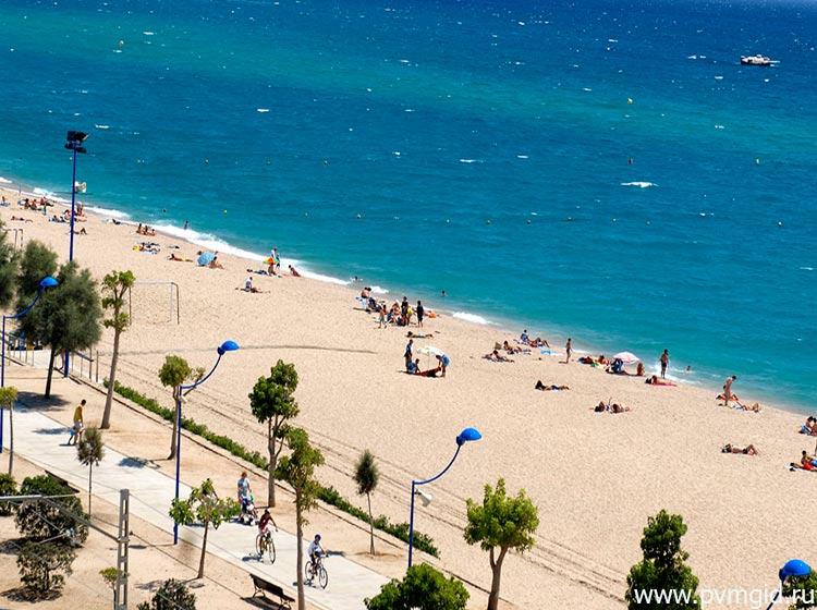 Пляж в Мальграт де Мар - фото