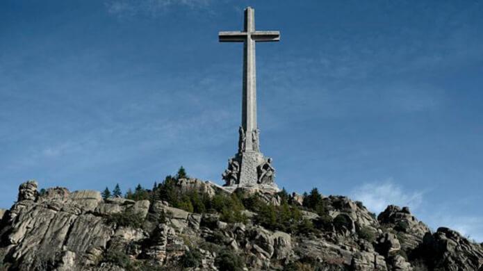 крест в долине павших