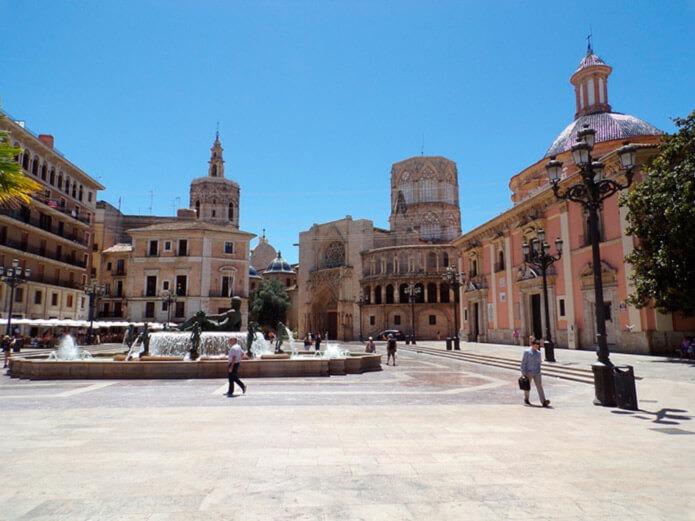 Площадь перед кафедральным собором Валенсии