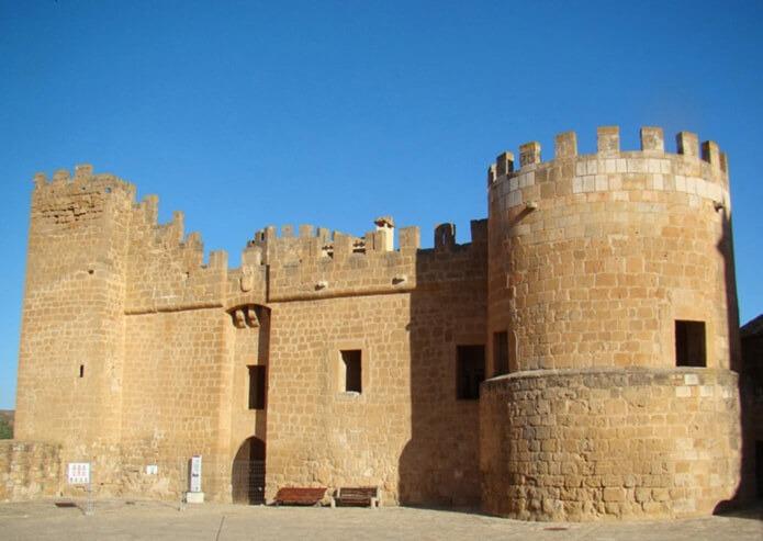 Вход в замок Монтеагудо
