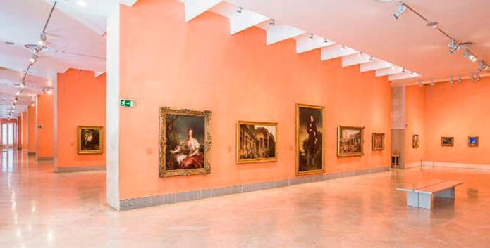 Выставка произведений - фото