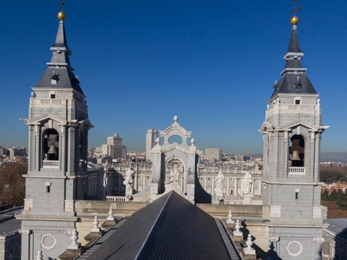 Крыши королевского дворца - фото