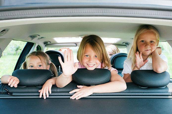 Семья в такси - фото