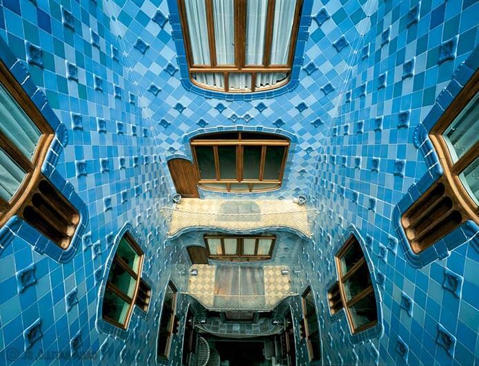 Стены внутри дома Бальо - фото