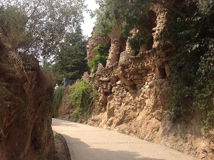 Дорожки в парке Гуэль