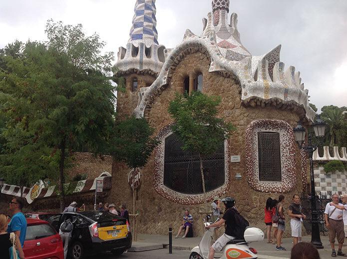 Пряничные домики в парке Гуэля - фото