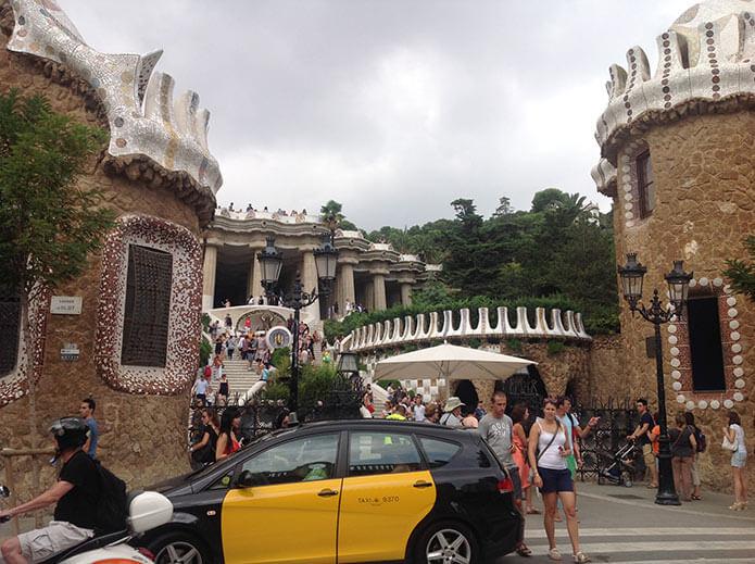 Центральный вход в парк Гуэль - фото
