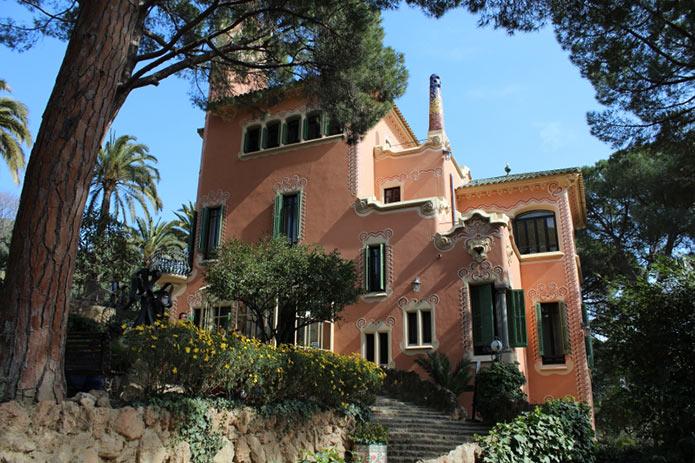 Дом-музей Гауди в Барселоне - фото