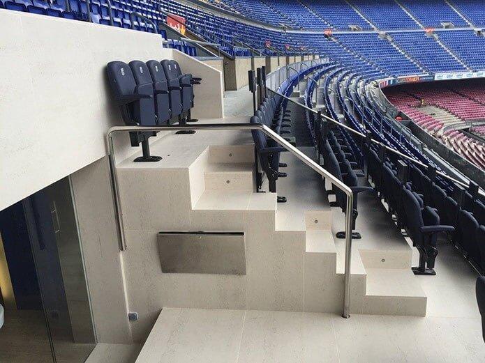 Трибуны на стадионе - фото