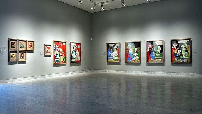 Экспонаты галереи Пикассо - фото