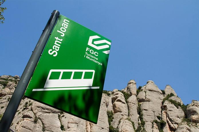 Указатель станции на фуникулер Sant Joan - фото