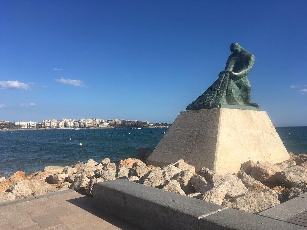 Памятник Рыбаку - фото