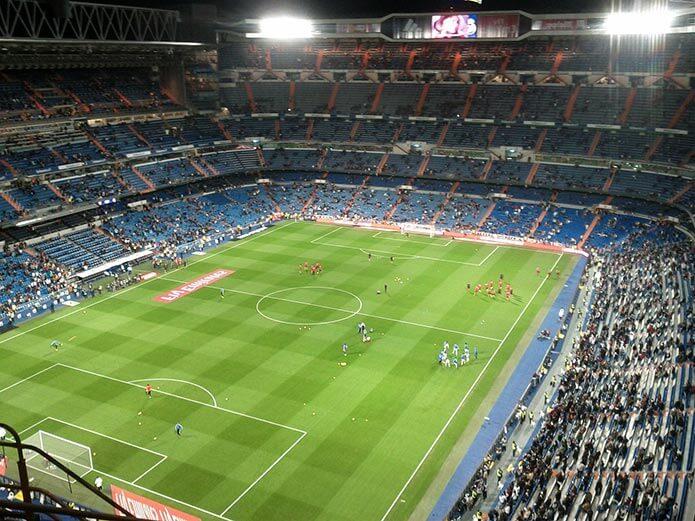 Футбольное поле Сантьяго Бернабеу - фото