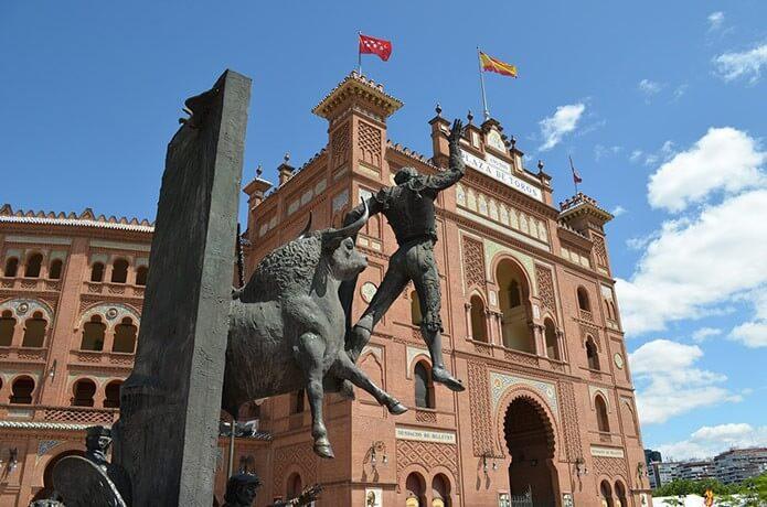 Памятник тореадору - фото