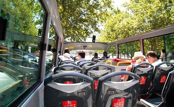 Экскурсионный автобус в Мадриде - фото