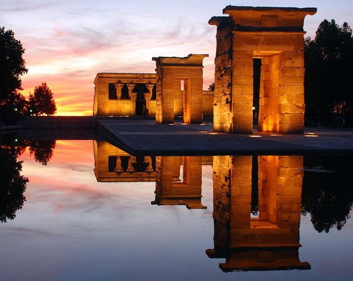 Храм Дебод с фуникулера - фото