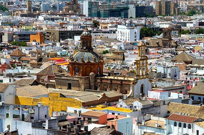 Вид на Кафедральный собор Севильи - фото