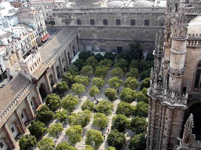 Двор апельсиновых деревьев в Севильском соборе