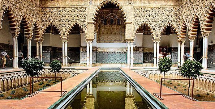 Двор Севильского Алькасара - фото