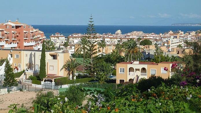 Город Торревьеха в Испании - фото