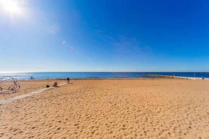 Пляж Лос Локос в Торревьехе - фото