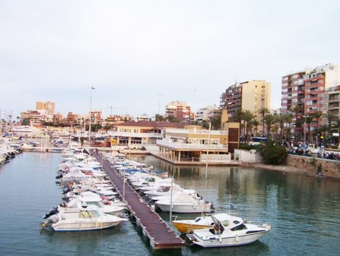 Порт и набережнаяПасеоМаритимо - фото