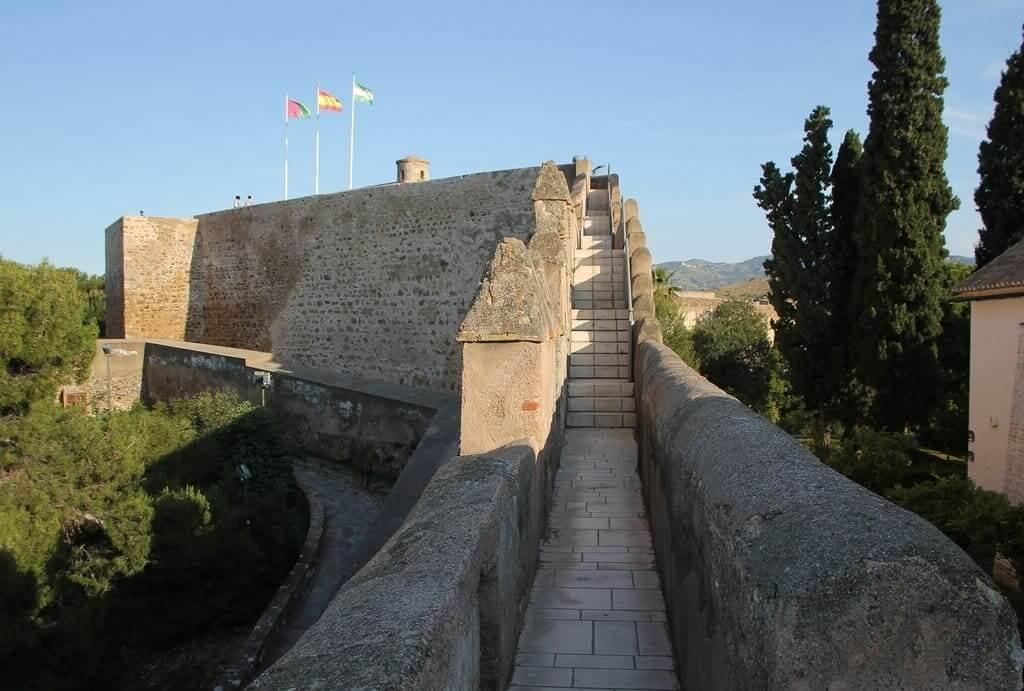 Крепость Хибральфаро в Малаге - фото