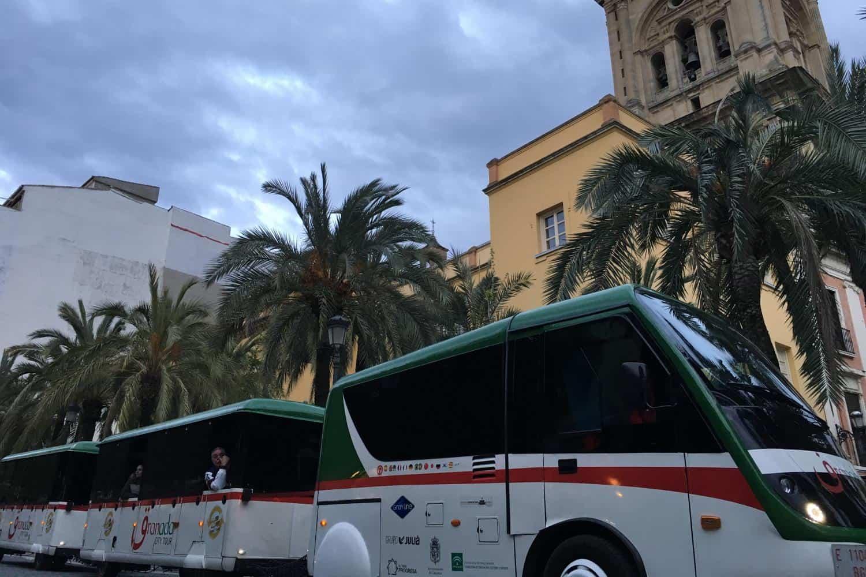 Экскурсионный поезд в Гранаде