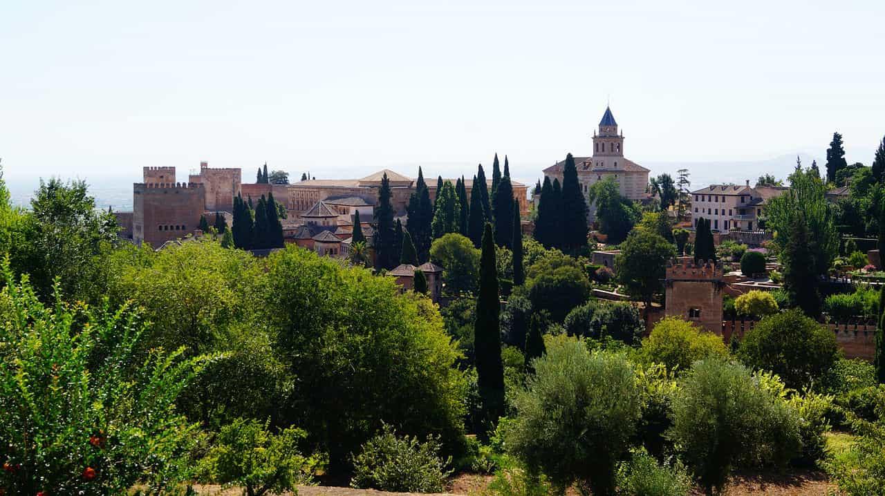 Вид на Альгамбру - фото
