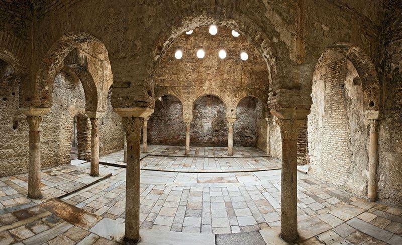 Арабские бани Bañuelos - фото