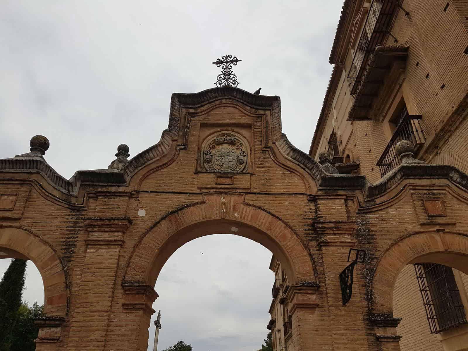 Церковь аббатстваСакромонте - фото