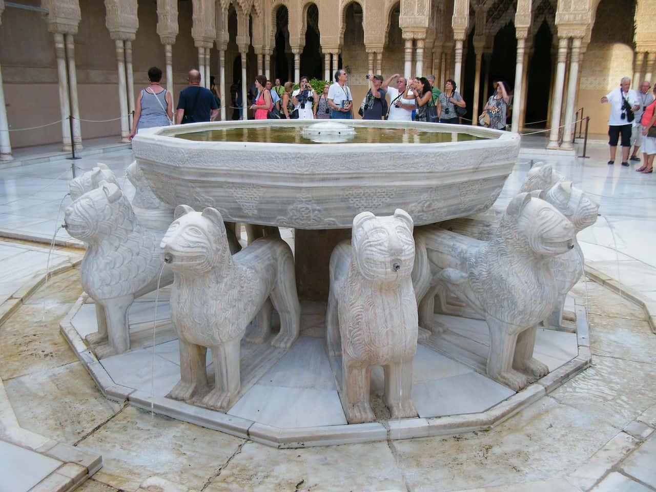 Львиный дворик в Альгамбре - фото