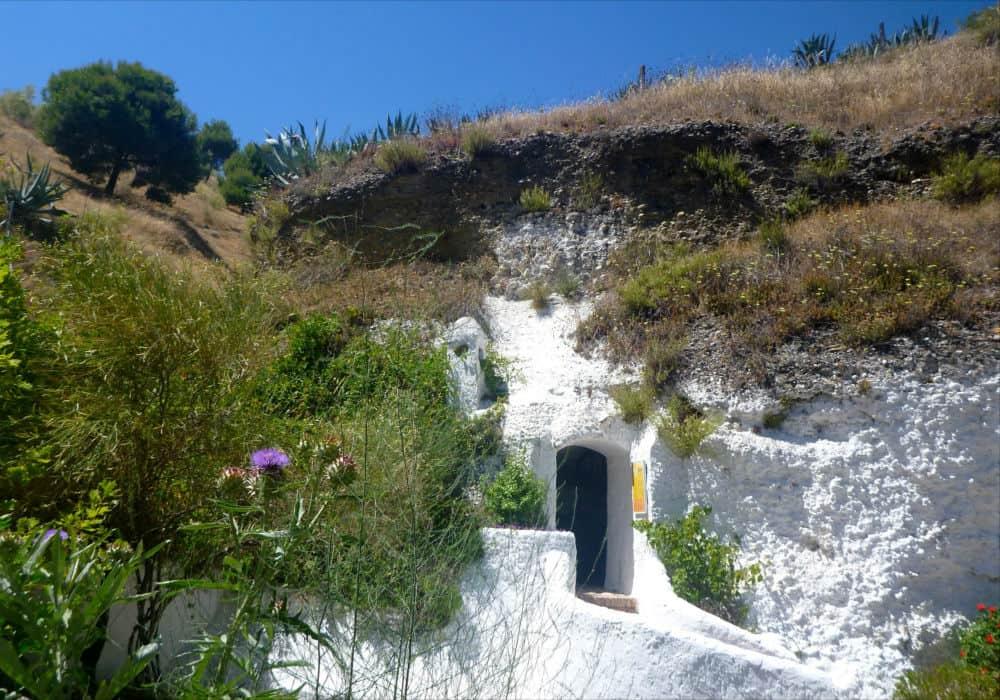 Вход в пещеру Сакромонте - фото