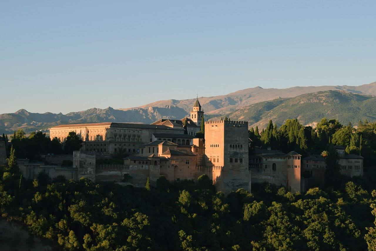 Замок Альгамбра - фото