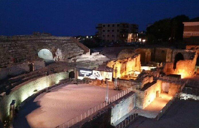 Амфитеатр Таррагоны в вечернее время - фото