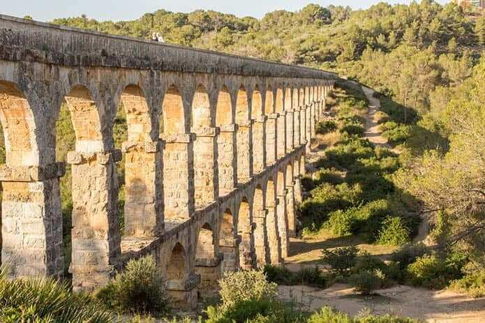 Римский акведук - мост дьявола в Таррагоне - фото
